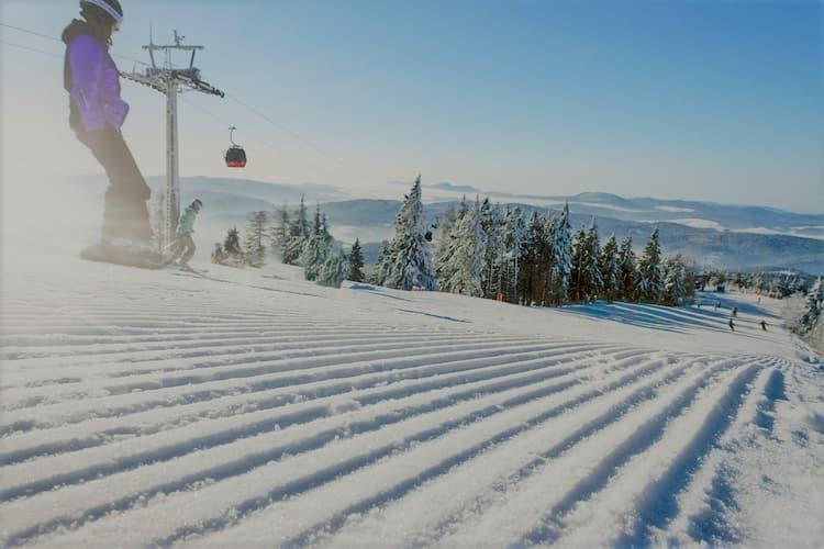 Wybór odpowiedniego ubezpieczenie dla całej rodziny podczas zimowych ferii w górach.